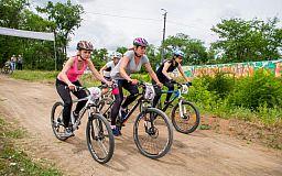 Победители велогонки в Ингульце получили новые горные велосипеды