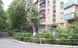 На 129 кварталі в Кривому Розі висить деревина, яка будь-якої миті може впасти комусь на голову, - свідки подій