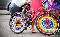 Праздник радуги и красоты: в Кривом Роге начался женский велопарад