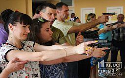Безопасному обращению с оружием в Кривом Роге учили журналистов