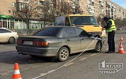 В Кривом Роге столкнулись Mercedes и Mitsubishi