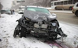 ДТП: в Кривом Роге столкнулись джипы, пострадал водитель (ОБНОВЛЕНО)