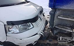 ДТП у Кривому Розі: фура зіткнулася з легковими авто
