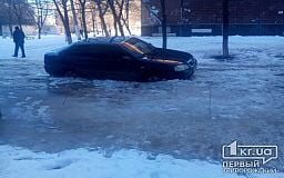«Полмашины провалилось под лед на дороге»,- криворожанин
