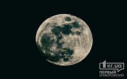 Завтра криворожане увидят лунное затмение и «зеленую» комету