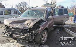В Кривом Роге столкнулись три автомобиля