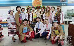 Танці, співи та млинці. Як студенти КДКЕТ Масницю святкували (ФОТОРЕПОРТАЖ)