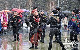Под дождем и снегом провожали зиму в Металлургическом районе Кривого Рога
