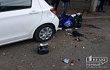 В Кривом Роге трюкач на мотоцикле влетел в припаркованный автомобиль