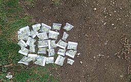 Возле одной из школ патрульные Кривого Рога задержали мужчину с наркотиками
