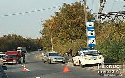 На объездной в Кривом Роге столкнулись такси и ВАЗ