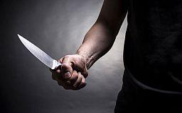 Криворожанин пытался зарезать знакомого в подъезде многоэтажки