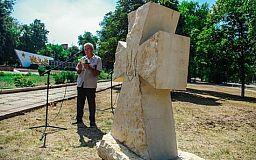 В селищі Широкому відкрито пам'ятний хрест загиблим в АТО бійцям