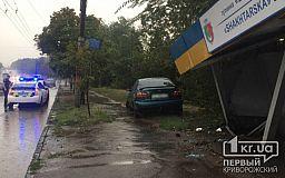 Превысил скорость: иномарка влетела в остановку в Кривом Роге (ОБНОВЛЕНО)