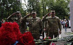 К стеле с фото тех, кто защитил нас от «русского мира», чиновники возложили цветы
