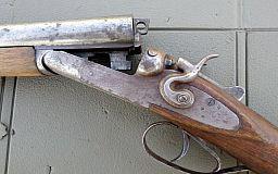 Мужчина нашел ружье в поле, и решил сдать его криворожским полицейским