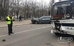 В Кривом Роге Mercedes врезался в ПАЗ (ОБНОВЛЕНО)