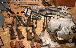 Криворожане добровольно сдают охотничье оружие,пистолеты и сотни боеприпасов