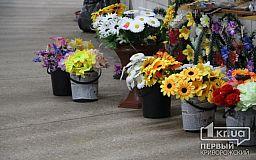 Что выгоднее для криворожан: живые цветы или искусственная поминальная атрибутика