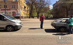 ДТП на КРЭСе. Легковушка и бусик столкнулись в Кривом Роге