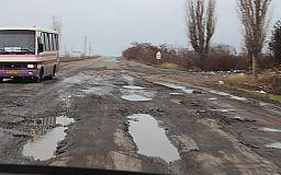 Главное вовремя. На трассе Кривой Рог-Николаев проводят ямочный ремонт
