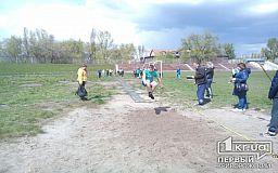 Школярі Кривого Рогу метали м'яч і стрибали у довжину заради перемоги у змаганнях