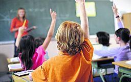 В украинских школах будут дольше учить