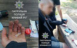 В Кривом Роге велопатрульные задержали мужчину с наркотиками в трубочках