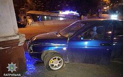 В Кривому Розі авто влетіло в бетонний стовп