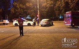На центральном проспекте Кривого Рога столкнулись Volkswagen и Skoda