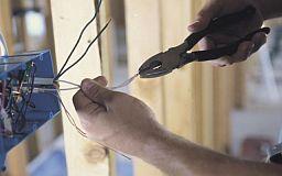 У Кривому Розі копи застукали крадія кабеля прямо в люці