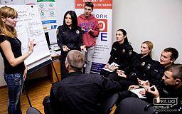 Копы Кривого Рога учили язык жестов, чтобы иметь возможность помочь слабослышащим жителям города