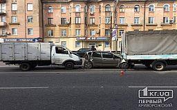 В Кривом Роге две ГАЗели зажали иномарку