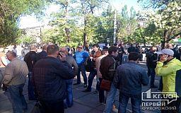 Металлургам Кривого Рога зарплату повысили, но они вышли на митинг