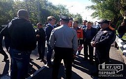 Руководство промышленного гиганта Кривого Рога общается с митингующими
