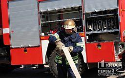 Криворожские спасатели час тушили пожар на территории супермаркета
