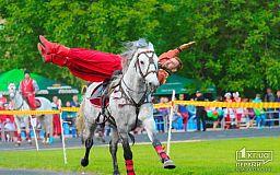 На стадионе «Спартак» смешались кони и люди. Выступают казаки (Обновлено)