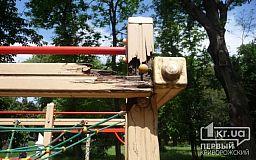 Цвяхи, сміття і трухлява деревина - дитячий майданчик у Кривому Розі