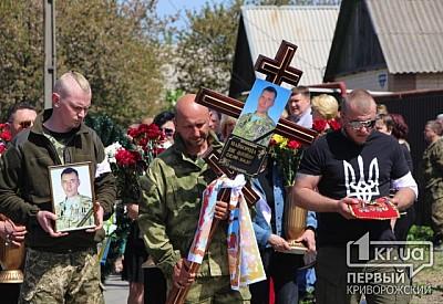 L'invasion Russe en Ukraine - Page 6 _275x400_299758_8e4e9a0aabfcc54095906436b3fac34c8be7db8af49b34acaac69716945e60771493808270