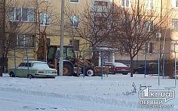 Как очищают от снега межквартальные дороги в Кривом Роге