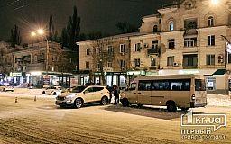ДТП в Кривом Роге: маршрутка столкнулась с кроссовером