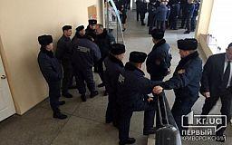 Сессия горсовета под усиленной охраной Муниципальной гвардии