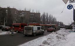 В Кривом Роге троллейбус запутался в проводах