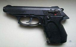 В Кривом Роге у рецидивиста изъяли пистолет и патрон к гранатомету