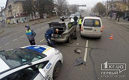 ДТП в Кривом Роге: столкнулись 3 автомобиля (ОБНОВЛЕНО)