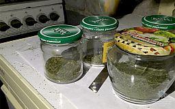 В банках для варенья криворожанин хранил наркотики