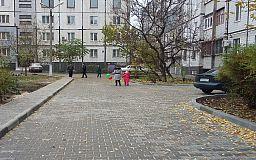 Современные дворы на улице Независимости: Северный ГОК выделил 1,4 млн грн на благоустройство придомовых территорий на Восточном