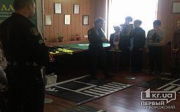Патрульные Кривого Рога учили юных пластунов ПДД