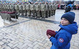 Голубые береты не для украинцев, - Президент поздравил десантников, переименовав войска