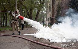 Криворожские спасатели научили школьников пользоваться огнетушителями